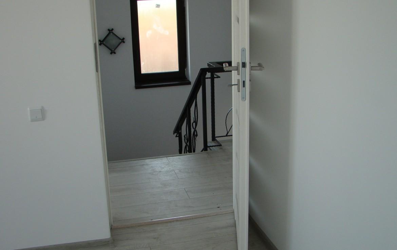 casa joita 1 vedere din dormitor spre scari