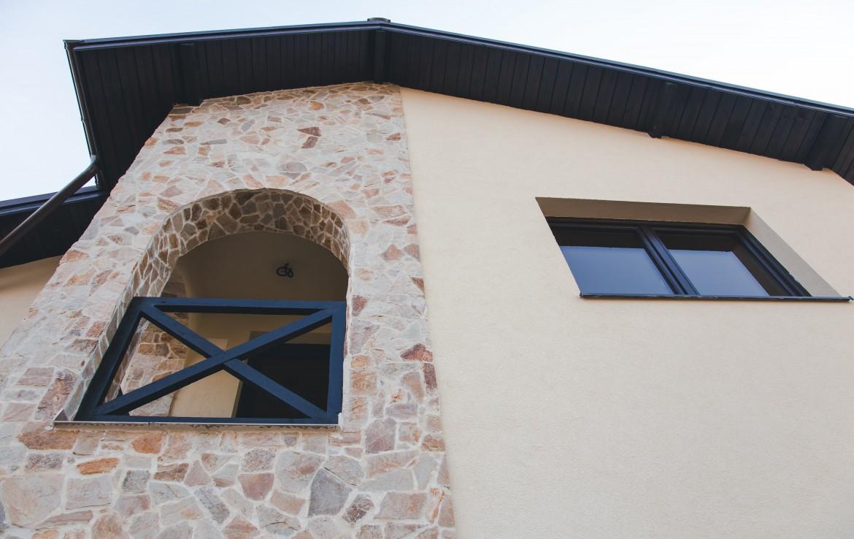 Themis detaliu piatra balcon