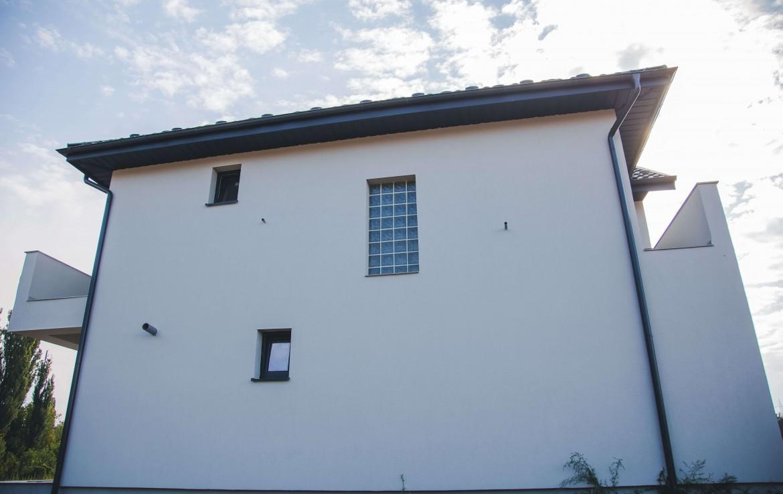 Vila Residence spate